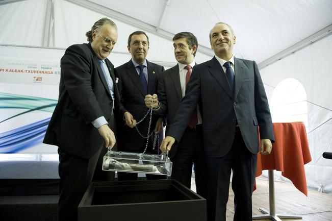 El Lehendakari, junto al consejero Arriola, el Diputado Bilbao y el alcalde Azkuna