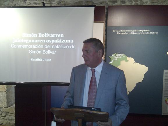 Julián Celaya en la conmemoración a Simón Bolívar