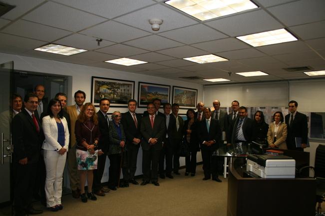 Bernabé Unda, Consejero de Industria e Iñaki Martínez, Delegado del Gobierno Vasco para Colombia y Venezuela durante la recepción realizada en la Delegación de Gobierno en Bogotá