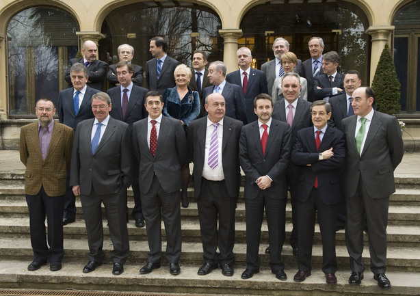 Foto de familia previa a la reunión del Consejo Asesor del Lehendakari para Asuntos Socioeconómicos
