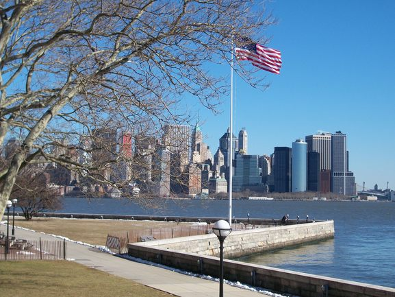 Image of the Hudson River, and in the background, the New York skyline, the final destination on this institutional trip.