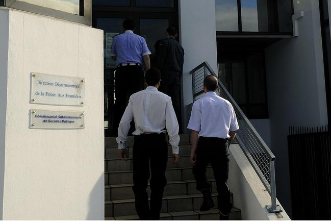Agentes de varios cuerpos en el CCPA de Hendaia