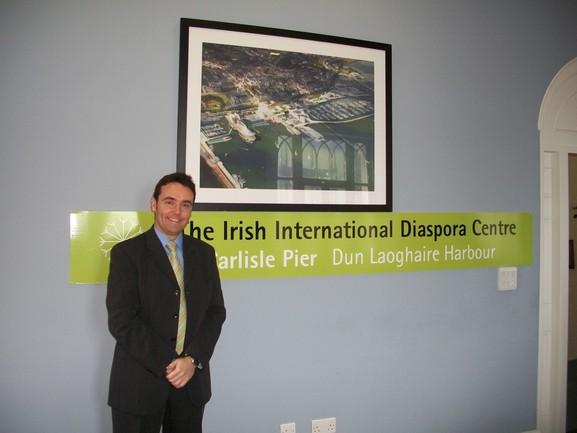 En la imagen, Asier Vallejo visita el proyecto de Centro Internacional de la Diáspora Irlandesa en Dun Laoghaire, Dublín.