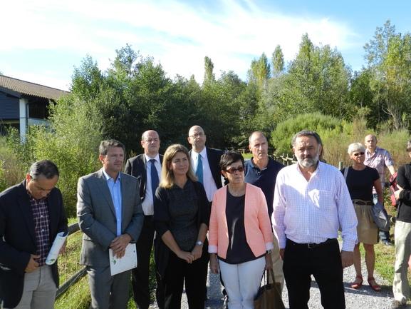 Oregi, junto a los viceconsejeros y alcaldes que han apoyado la Carta