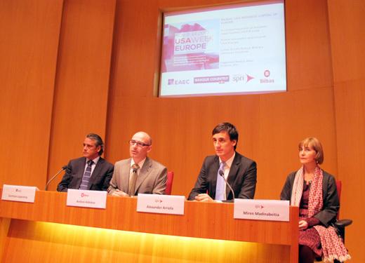 De izquierda a derecha, German Loperena, Director de USA Week Europe , Andoni Aldekoa, Director del Gabinete del Alcalde de Bilbao, Alexander Arriola, Director General de SPRI y Miren Madinabeitia, Directora del Área de Internacionalización de SPRI