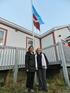 Oregi y Stone ante el ayuntamiento de Red Bay