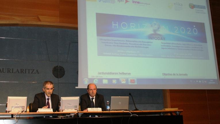 De izquierda a derecha: Director de Elika Juan Carlos Zuloaga y viceconsejero de Agricultura, Pesca y Política Alimentaria  Bittor Oroz