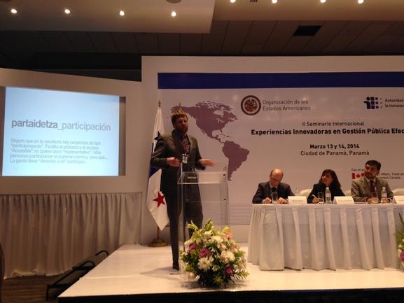 The Open Government Director, Luis Petrikorena, during his IREKIA presentation