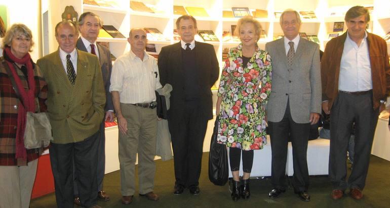 Elvira Cortajarena con los representantes de la colectividad