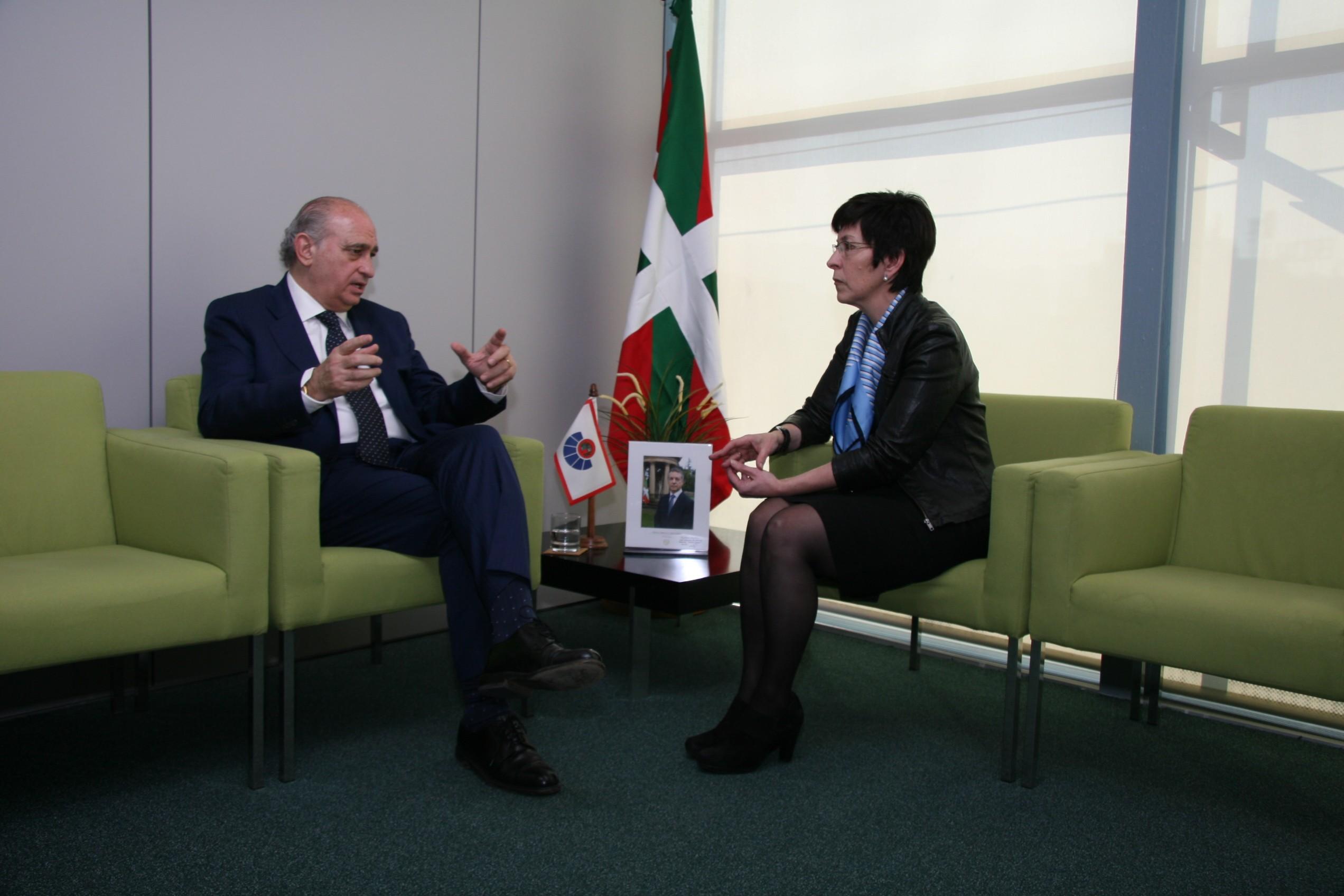 Foto_2_Ministro-Consejera.jpg