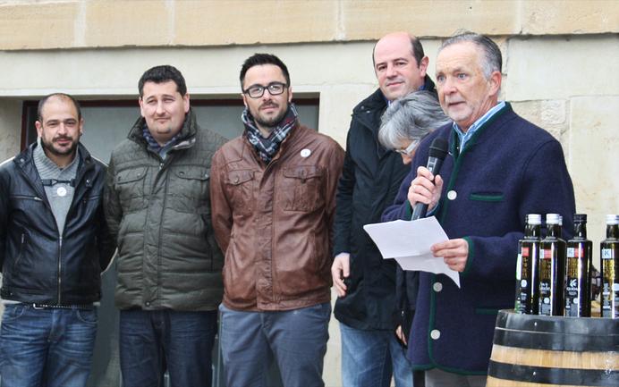 Fernando Martínez Bujanda, olibondo eta olio mahaiaren presidentea, Bittor Oroz sailburuordearekin eta Arabako Nekazaritza Diputatuarekin, Borja Monje.