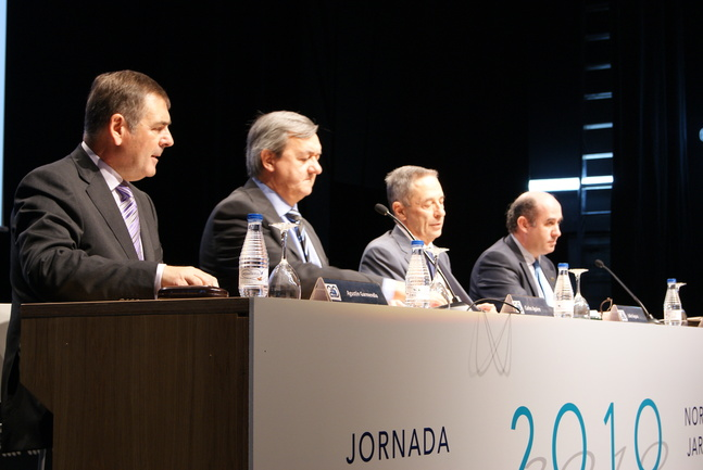 Un momento de la intervención del consejero de Economía y Hacienda, Carlos Aguirre