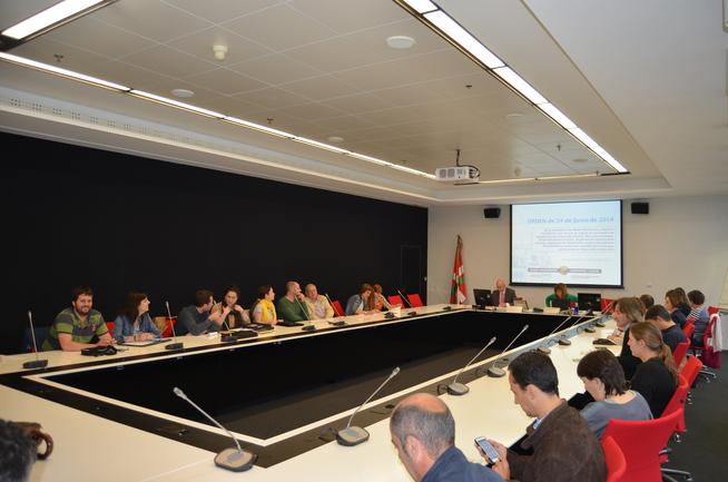 Los técnicos municipales reunidos en Lakua