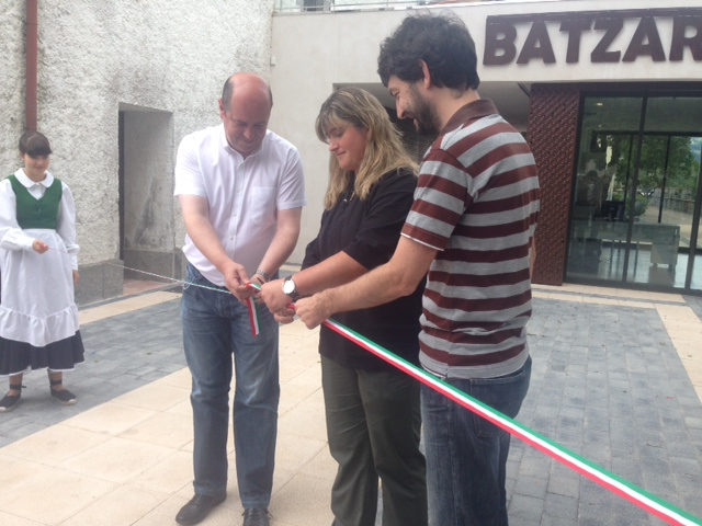 20.07.2014_Bittor_Oroz_inaugurando_nuevo_edificio_en_Altzo__Gipuzkoa_.JPG