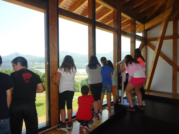 Escolares en el mirador de Torre Madariaga
