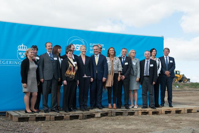 Estíbaliz Hernáez (cuarta por la izquierda), e Itziar Alkorta (segunda por la derecha), junto con los representanates de los 17 países que participan en el proyecto