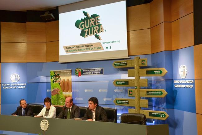 Federico Saiz, Ikerne Zuluaga, Bittor Oroz y Oskar Azkarate en la presentación de Gure Zura