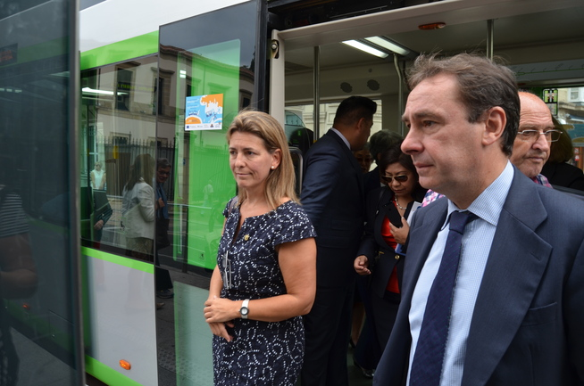 Oregi y Aiz, en el tranvía de Vitoria Gasteiz