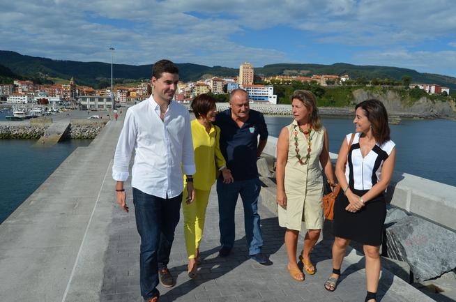 Oregi, Ruiz de Angulo y Bideguren  en el nuevo paseo
