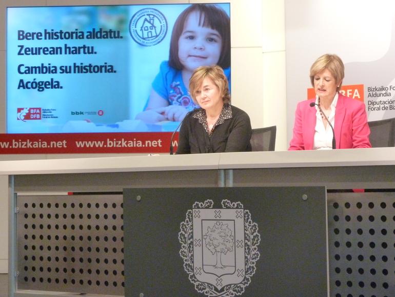 Arantza Aurrekoetxea (ezk) eta Pilar Ardanza (esk), aurkezpenaren une batean