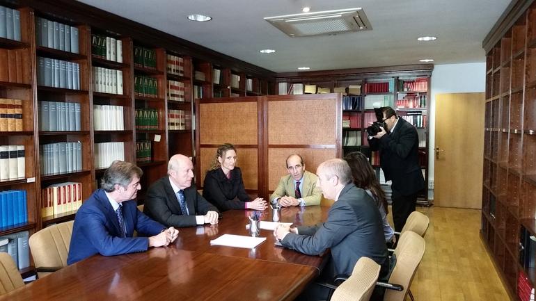 Josu Erkoreka se reúne con el Decano en Euskadi de los registradores de la propiedad para analizar la
