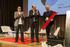 Bittor Oroz y Joxe Mari Aizega entregan el premio a Oscar Farinetti