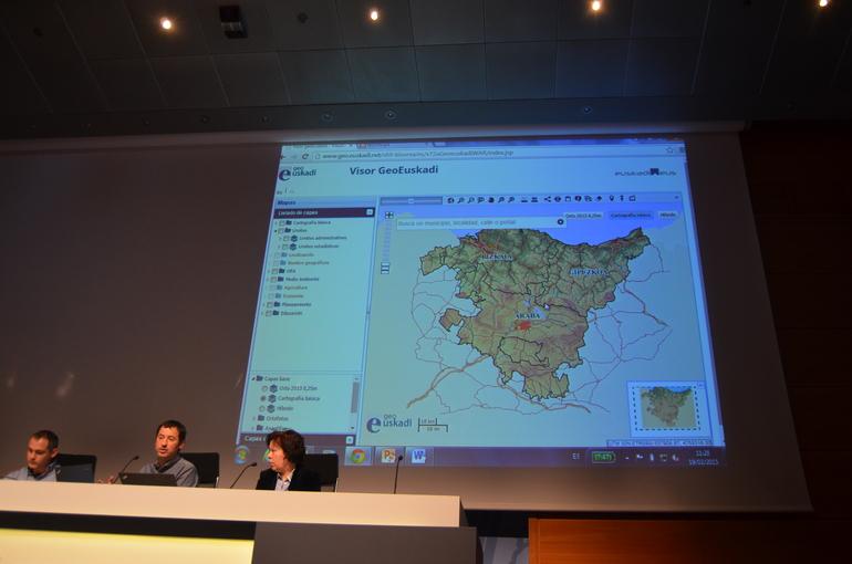 Lete y Técnicos del Gobierno Vasco, en la demostración