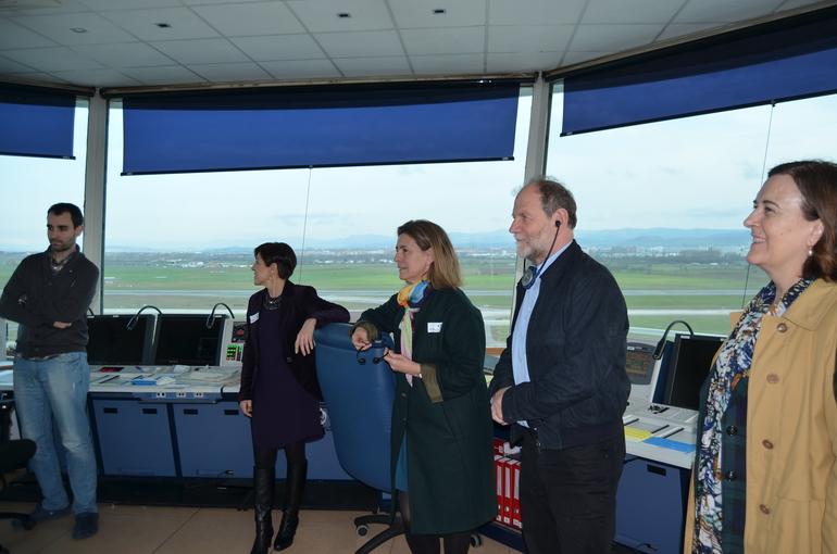 Oregi y Cramer, flanqueados por Bilbao y Ayala, en la torre de control del aeropuerto de Vitoria-Foronda