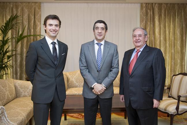 El Lehendakari con Iñaki Añua y Alberto Ibarrondo