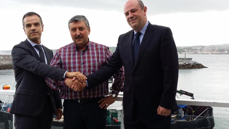 José Ramón Fernández de Barrena, Director General del Grupo Uvesco, Andrés Olaskoaga, Secretario de la Cofradía y Bittor Oroz