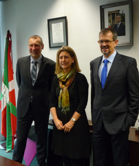 Ana Oregi, Minister for Environment and Territorial Policy of the Basque Government; Wolfgang Teubner, Regional Director for ICLEI Europe; and Javier Agirre, General Manager of Ihobe-Public Society for Environment of the Basque Goverment.