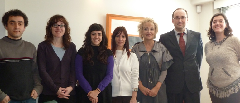 El Consejero Olmos junto a la Delegada Elvira Cortajarena y el personal de la Delegación