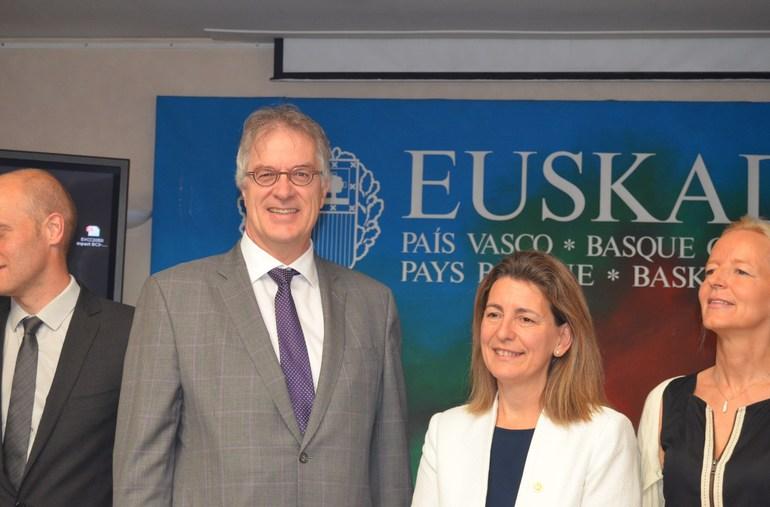 Oregi, junto a representantes de Gales, Quebéc y Comisión Europea en un acto reciente celebrado en Bruselas
