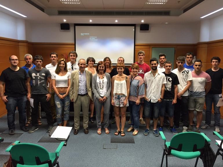 Cristina Uriarte, con los estudiantes de FP, esta tarde en Lakua