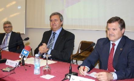 Carlos Aguirre y el director del EUSTAT