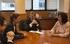 Cristina Uriarte, durante el encuentro que ha mantenido con el Presidente canario, Fernando Clavijo (centro), y la consejera canaria de Educación, Soledad Monzón (izq)