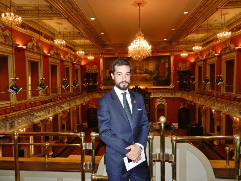 Ander caballero, en el Parlamento de Quebec