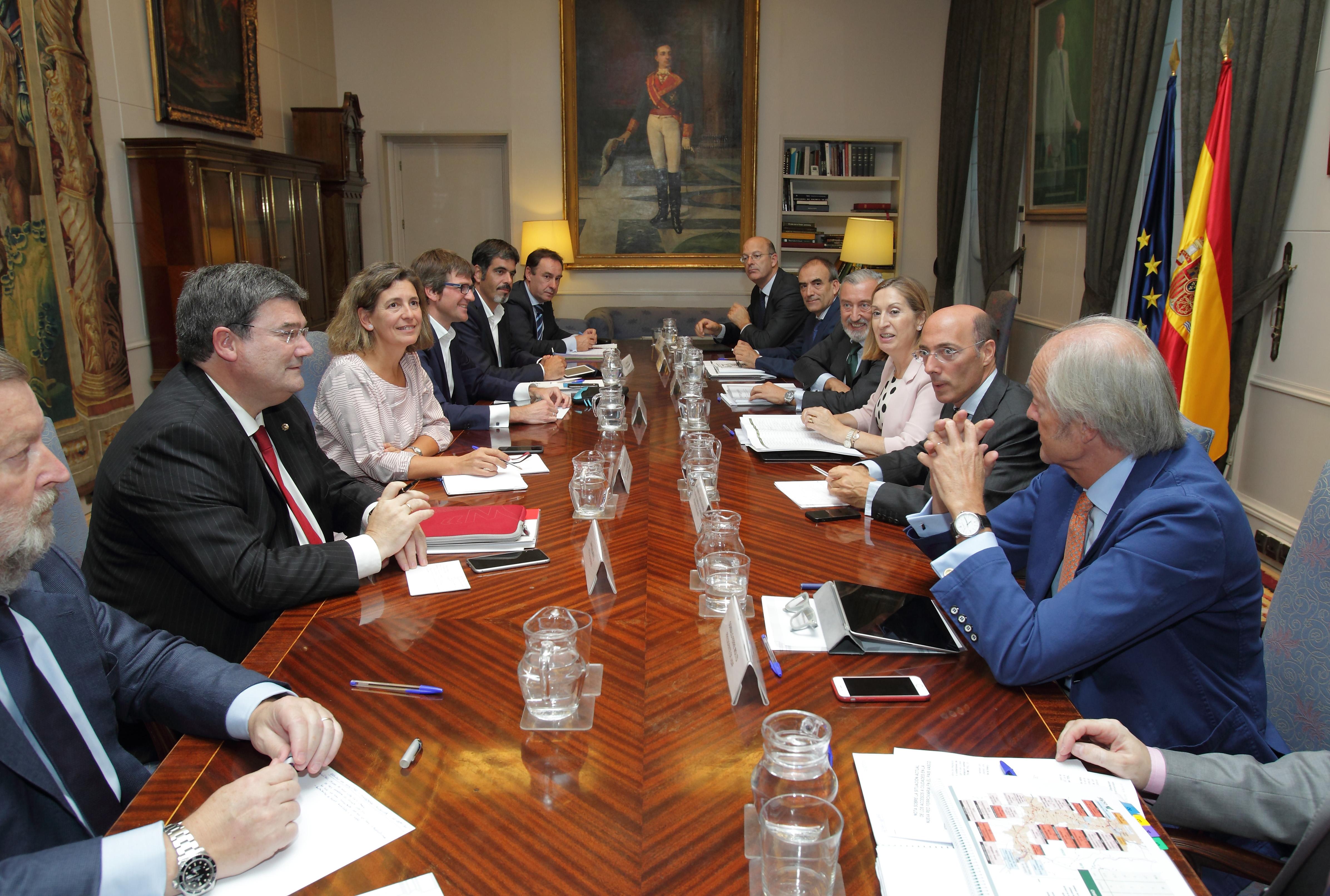 Consejera_y_alcaldes_del_gobierno_Vasco-Ministra_04.jpg