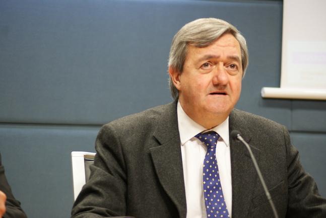 Carlos Aguiire