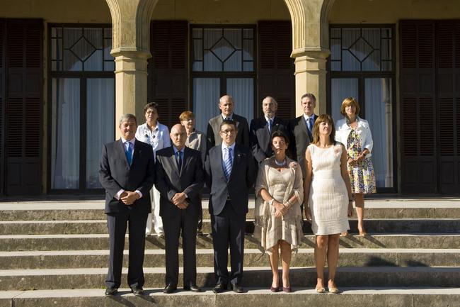 El Lehendakari, Patxi López, junto a los miembros del Consejo de Gobierno, en el Palacio Miramar de Donostia