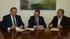 Eduardo Isunza, Director de ventas de Iberdrola y Aitor Allende, coordinador autonómico de Cruz Roja Euskadi firman el convenio ante la presencia del Consejero Ángel Toña
