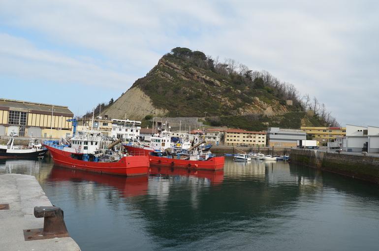 Ana Oregi, en julio, en una visita de trabajo al puerto de Getaria