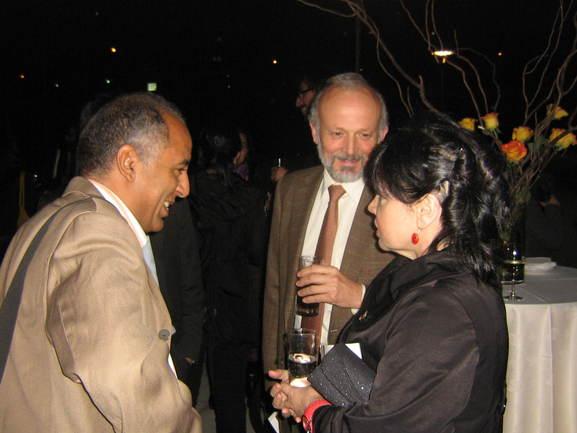 La delegada Ana Urchueguía con el consejero español y el representante saharaui