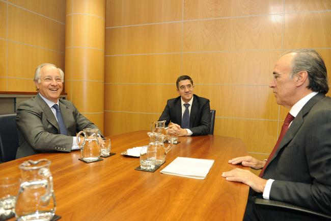 Encuentro del lehendakari con representantes de la Caixa