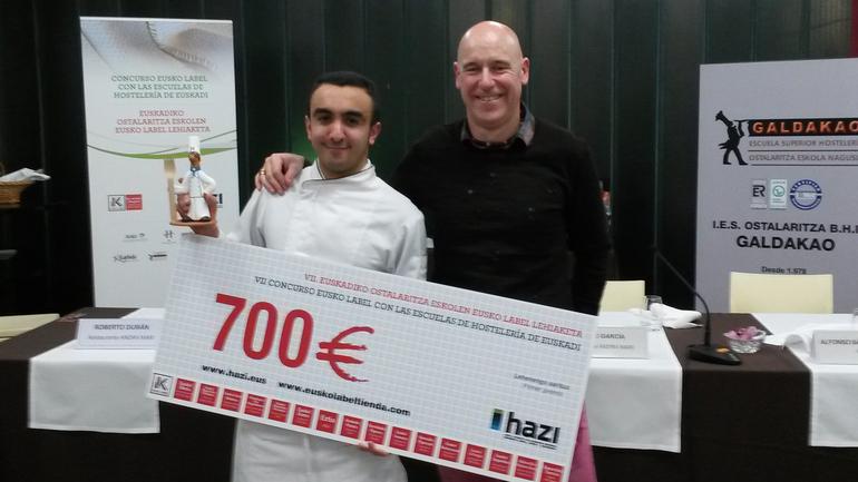 El ganador de la VII edición del Concurso de Pintxos Eusko Label, Mohamed El Ftouh, de la Escuela de Hosteleria de Leioa