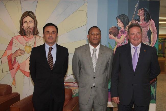 Julián Celaya e Iñaki Martinez con el Consejero del Gobernador de Antioquia, Jorge Hernández