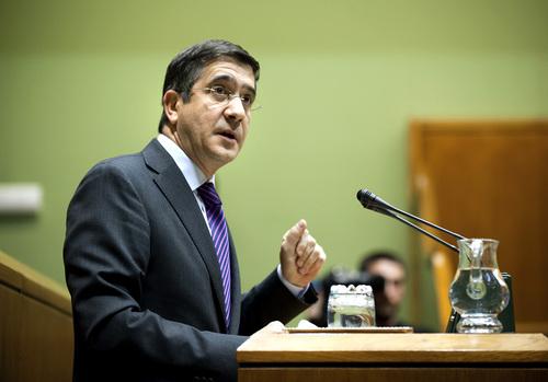 El Lehendakari, patxi López, durante una intervención en el Parlamento Vasco