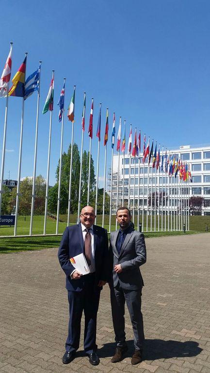 Patxi Baztarrika y Vicent Climent, asesor de la red NPLD, en Estrasburgo