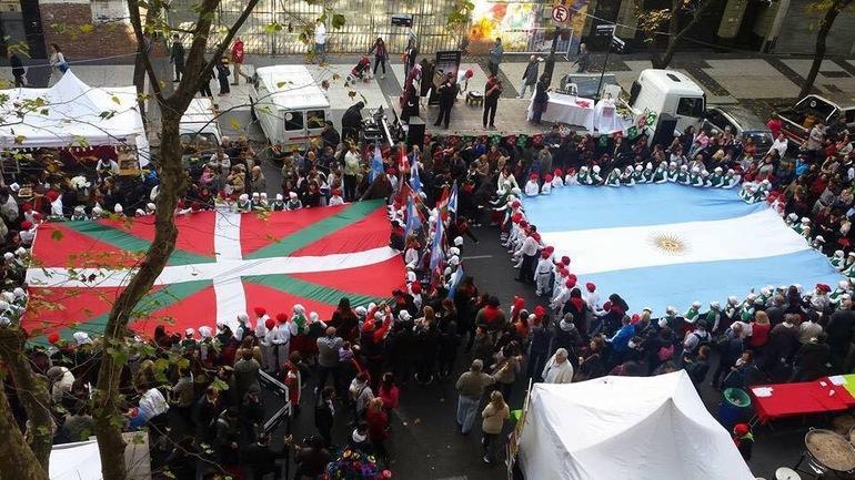 20 mil personas se reúnen en Buenos Aires para celebrar al País Vasco