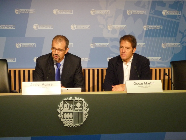 De izda. a dcha., Javier Agirre, director general de Ihobe, y Óscar Martín, consejero delegado de Ecoembes